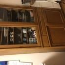 引き違いの食器棚です。
