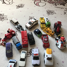小さい車のオモチャ
