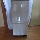 シャープの冷蔵庫・2008年製でも問題なく使えます。下が冷凍庫の評...