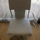 ホワイトの椅子