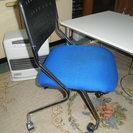 事務所、又は食卓にローラーの付いた椅子 4つ,組み立て式テーブル付き