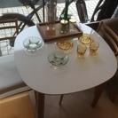 天板がホワイトの綺麗なテーブル @東銀座