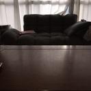 テーブルとソファーのセット