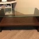 コンパクトなガラス天板テーブル