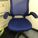 オフィス家具・青色椅子・表参道