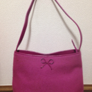 ピンク色ショルダーバッグ