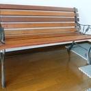 木目の長椅子