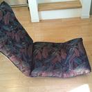 ジャガード柄のリクライニング座椅子