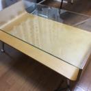 ガラスと木製のローテーブル