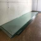 ディスプレイ用のガラス棚
