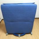 折りたたみ式ベッド (青色)