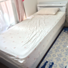シングルベッド(マットレス、収納、コンセント、ライト付き)