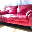 赤色のおしゃれなソファです。