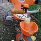 オレンジ色三輪車