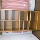 木目の本棚、引き出し付き