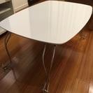 【交渉中】白の折りたたみテーブル