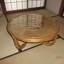 籐製の丸テーブル