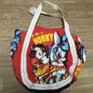 昔のデザインのような絵柄のバッグ