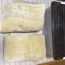 敷き毛布2枚と衣装ケース