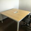 オフィスサイズのデスク