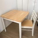 テーブルと椅子1脚