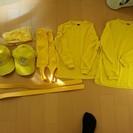 ジュニア用黄色いアンダーシャツ、ストッキング、ベルト、帽子のセット