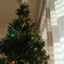めっちゃ大きなクリスマスツリー!光ファイバーライト