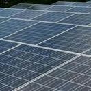 ソーラーパネルの材料運搬、設置作業