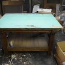 古い、重い作業台