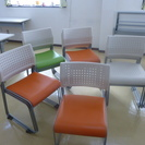 椅子4脚セット6000円~、希望で16脚まで購入できます。