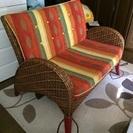 籐製の二人掛けソファ