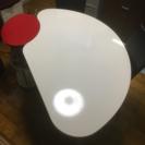 白デーブル×赤ラック×椅子二脚