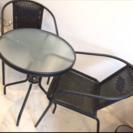 ガラステーブルと椅子2脚のセット