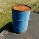 【徳島県三好市です。倉庫建物敷地内になります。】ドラム缶を差し上げます。