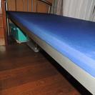 金属製の美品 マットレス付きシングルベッド