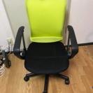 黄色のオフィスチェアー