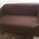 カバー付きのソファ