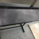 横長のガラステーブル