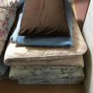 布団、毛布、枕あげます。
