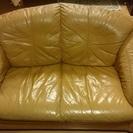 黄色の革ソファ 古いものですが