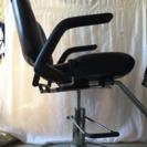 理容椅子、昇降機能つき(足踏み)