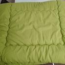 【中古】セミダブル掛け敷き布団×2セット(枕4つ)、シーツセット