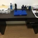 長い机と椅子