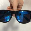 ブルーのサングラス