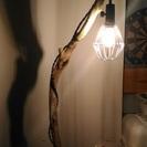 とてもおしゃれな流木ランプ