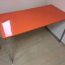 おしゃれなオレンジ机とオレンジ椅子4脚 (事務所整理の為)