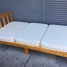 <良品>木製・無垢・シングルベッド・三つ折りマット付