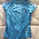 アディダスのレディースTシャツ