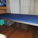頑丈で美品 金属性シングルベッド 値下げしました。