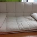 アイボリーのソファ